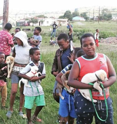 Children waiting to register for the monthly Funda Nenja intake